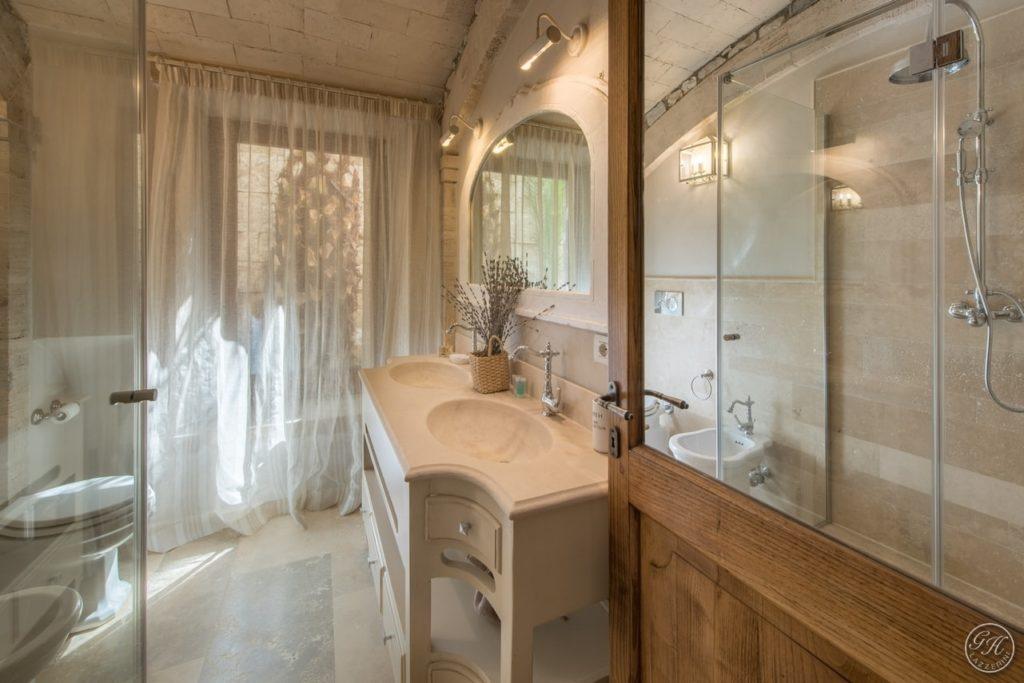 Bagno in stile classico. Villa Galatea, San Vincenzo - GH Lazzerini, Toscana