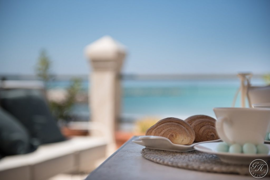 Dettaglio, tavola apparecchiata sulla terrazza sul mare, Villa Galatea - GH Lazzerini, San Vincenzo - Toscana