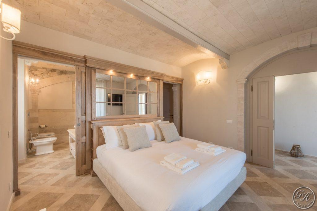 Camera da letto in stile classico, con materiali naturali - Villa Galatea, San Vincenzo, Toscana - GH Lazzerini